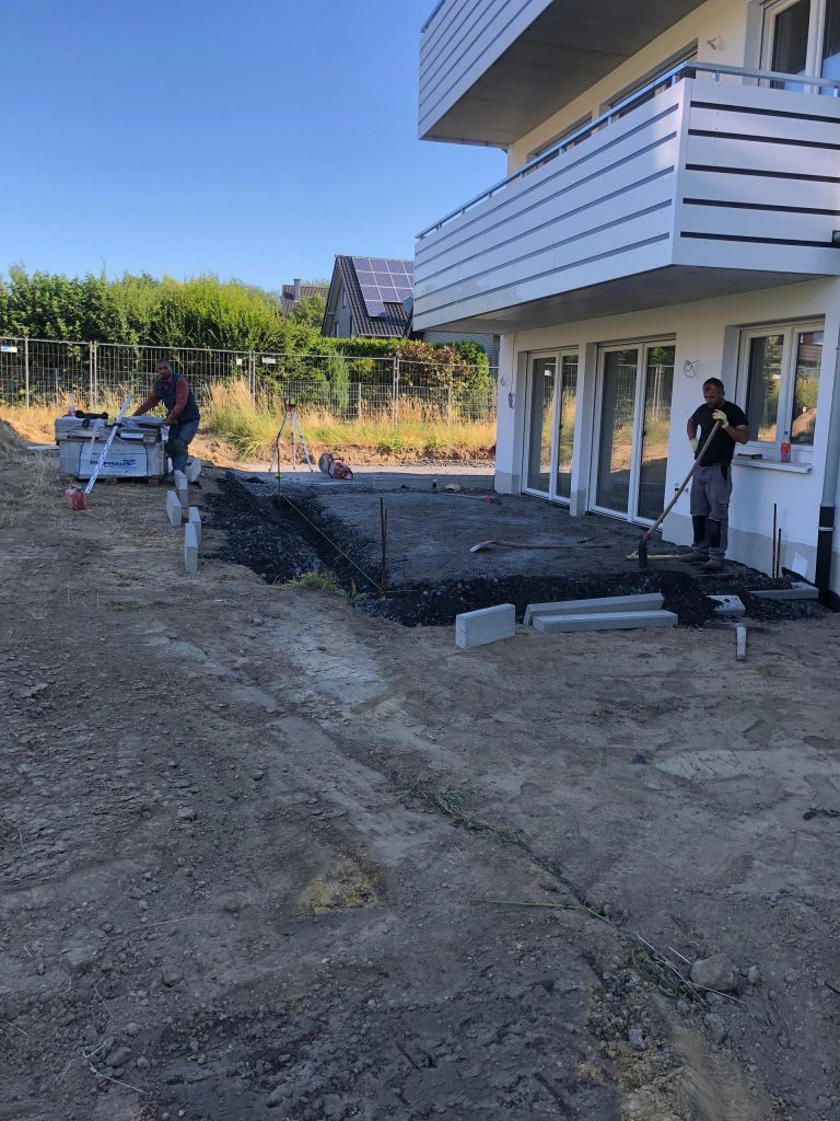 Halimi Pflasterbau Projekt Aufbau eines Fundaments im Innenhof