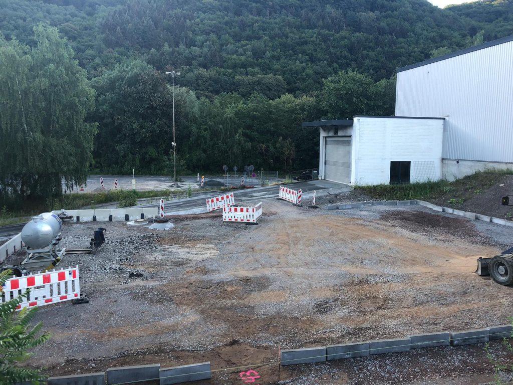 Halimi Pflasterbau Projekt Aufbau einer Außenanlage mit Parkfläche