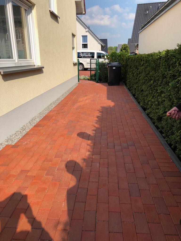 Halimi Pflasterbau Projekte Fertigstellung einer gepflasterten Natursteinfläche im Privatbereich