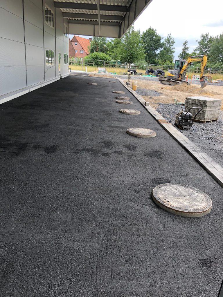 Halimi Pflasterbauprojekt Fertigstellung einer asphaltierten Gewerbefläche