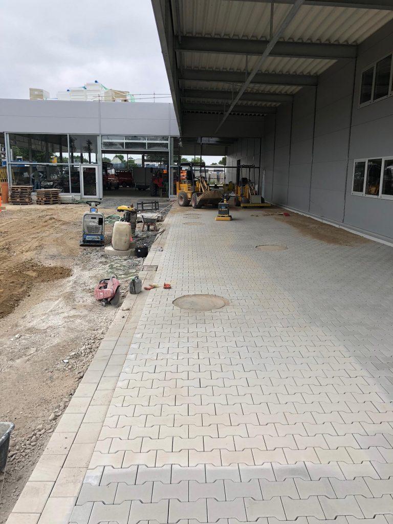 Halimi Pflasterbau Projekt Abschließende Pflasterarbeiten auf gewerblicher Fläche