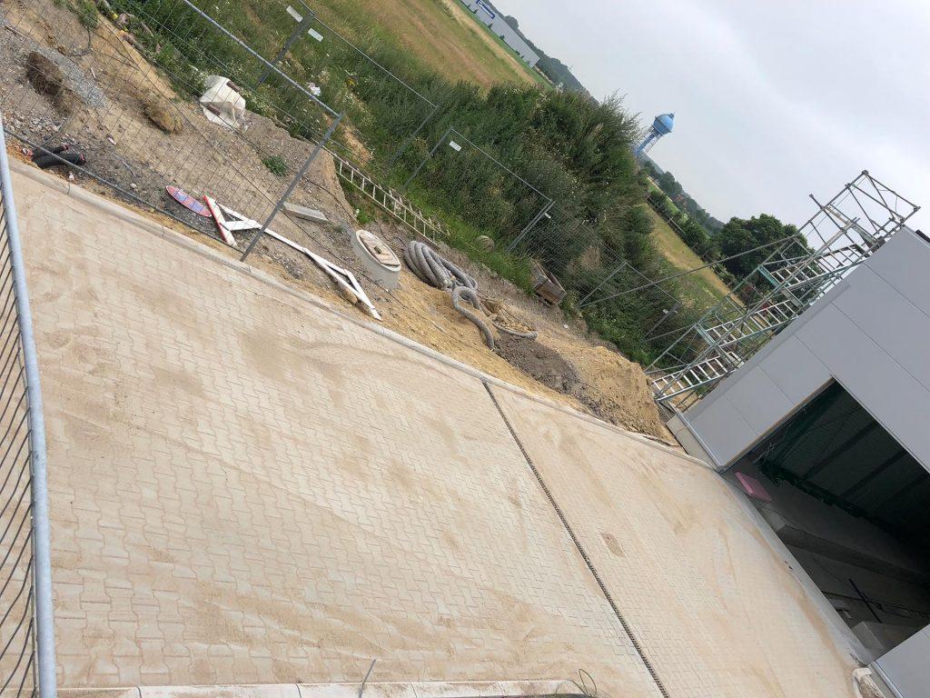 Halimi Pflasterbau Fertige gepflasterte Fläche vor einer Garage