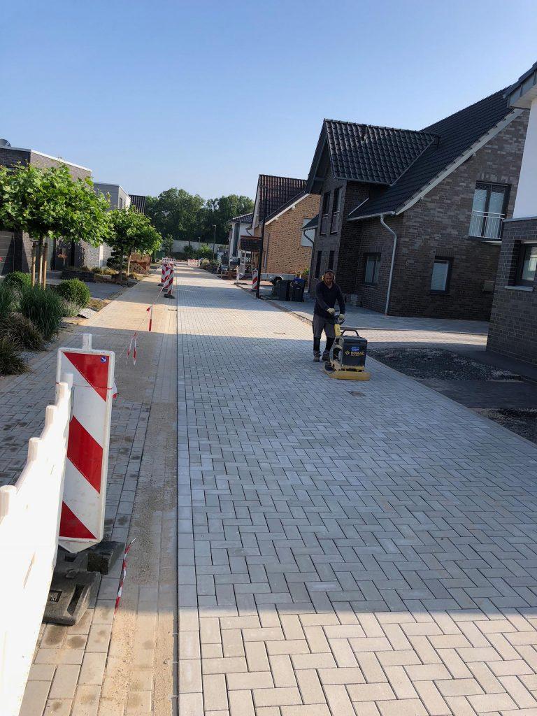 Halimi Pflasterbauprojekt Automatisierte Nachpflege einer gepflasterten Straße